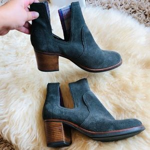 Sperry Heeled Suede Boots